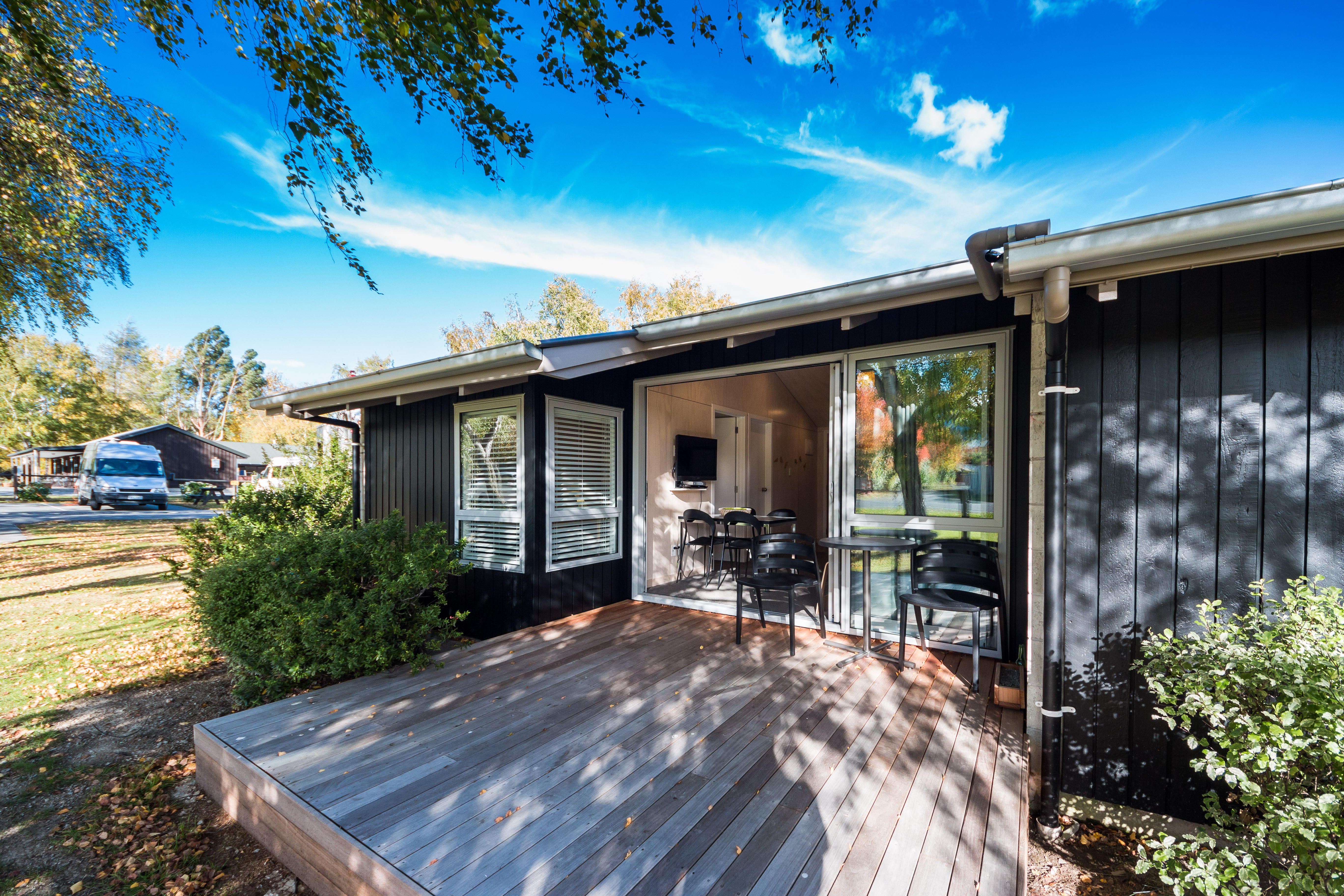 Self contained cabins hanmer springs top 10 sleeps 4 for Self contained cabin